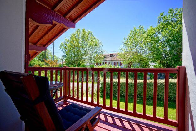 location-vacances-villa-arcangues-agence-olaizola-piscine-chauffée-plein-sud-terrasse-jardin-parking-garage-045