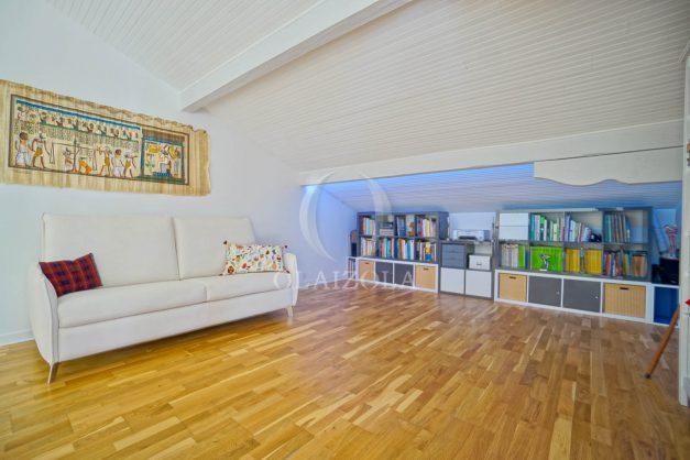 location-vacances-villa-arcangues-agence-olaizola-piscine-chauffée-plein-sud-terrasse-jardin-parking-garage-049
