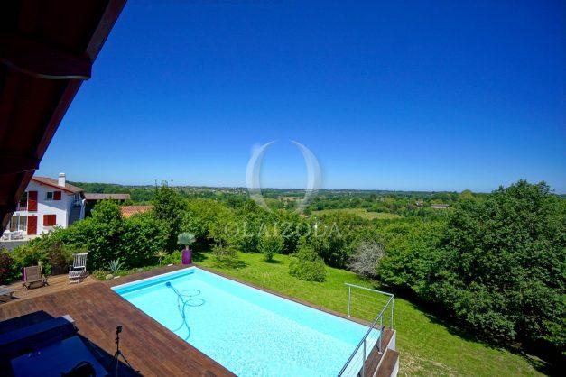 location-vacances-villa-arcangues-agence-olaizola-piscine-chauffée-plein-sud-terrasse-jardin-parking-garage-057