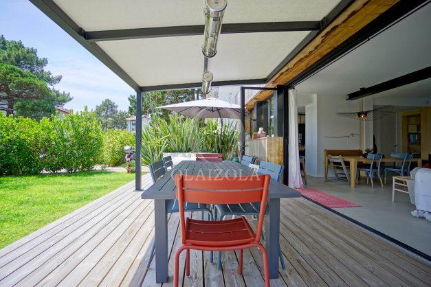 location-vacances-anglet-villa-piscine-terrasse-jardins-magnifique-salon-sejour-transate-soleil-5-chambres.009