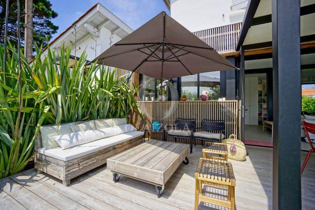 location-vacances-anglet-villa-piscine-terrasse-jardins-magnifique-salon-sejour-transate-soleil-5-chambres.011