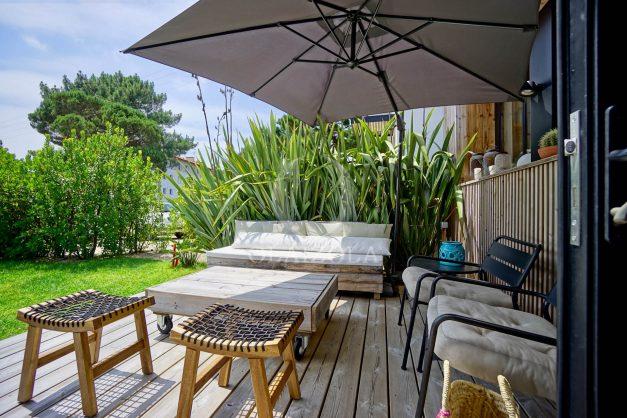 location-vacances-anglet-villa-piscine-terrasse-jardins-magnifique-salon-sejour-transate-soleil-5-chambres.012