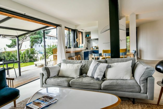 location-vacances-anglet-villa-piscine-terrasse-jardins-magnifique-salon-sejour-transate-soleil-5-chambres.020