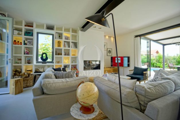 location-vacances-anglet-villa-piscine-terrasse-jardins-magnifique-salon-sejour-transate-soleil-5-chambres.023