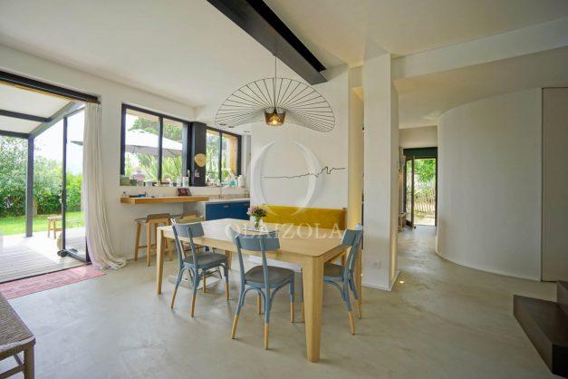 location-vacances-anglet-villa-piscine-terrasse-jardins-magnifique-salon-sejour-transate-soleil-5-chambres.029
