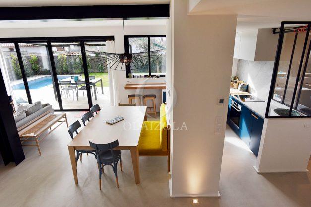location-vacances-anglet-villa-piscine-terrasse-jardins-magnifique-salon-sejour-transate-soleil-5-chambres.032