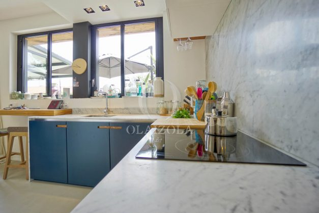 location-vacances-anglet-villa-piscine-terrasse-jardins-magnifique-salon-sejour-transate-soleil-5-chambres.036