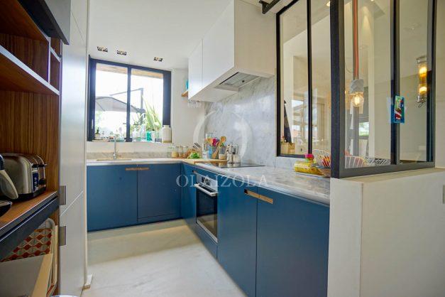 location-vacances-anglet-villa-piscine-terrasse-jardins-magnifique-salon-sejour-transate-soleil-5-chambres.037