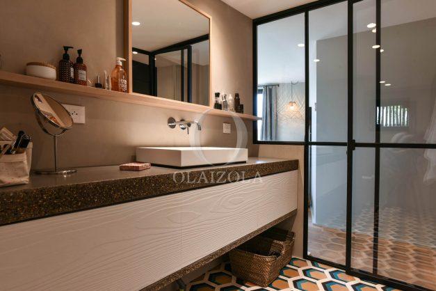 location-vacances-anglet-villa-piscine-terrasse-jardins-magnifique-salon-sejour-transate-soleil-5-chambres.042