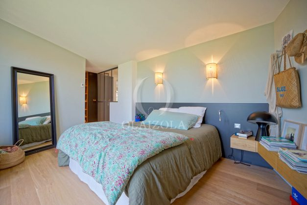 location-vacances-anglet-villa-piscine-terrasse-jardins-magnifique-salon-sejour-transate-soleil-5-chambres.044
