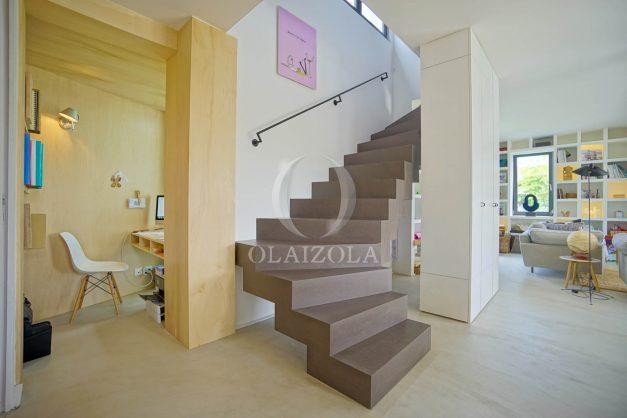 location-vacances-anglet-villa-piscine-terrasse-jardins-magnifique-salon-sejour-transate-soleil-5-chambres.049