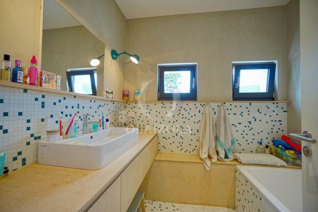 location-vacances-anglet-villa-piscine-terrasse-jardins-magnifique-salon-sejour-transate-soleil-5-chambres.057