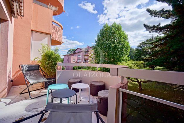 location-vacances-biarritz-appartement-T3-standing-residence-super-privee-terrasse-parking-grand-lit-ensoleillee-002