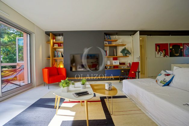 location-vacances-biarritz-appartement-T3-standing-residence-super-privee-terrasse-parking-grand-lit-ensoleillee-009