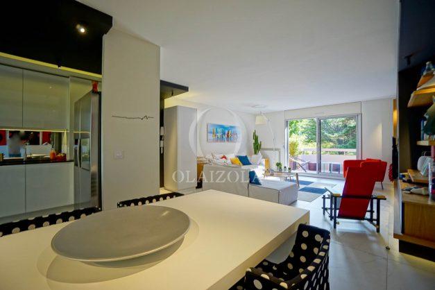 location-vacances-biarritz-appartement-T3-standing-residence-super-privee-terrasse-parking-grand-lit-ensoleillee-017