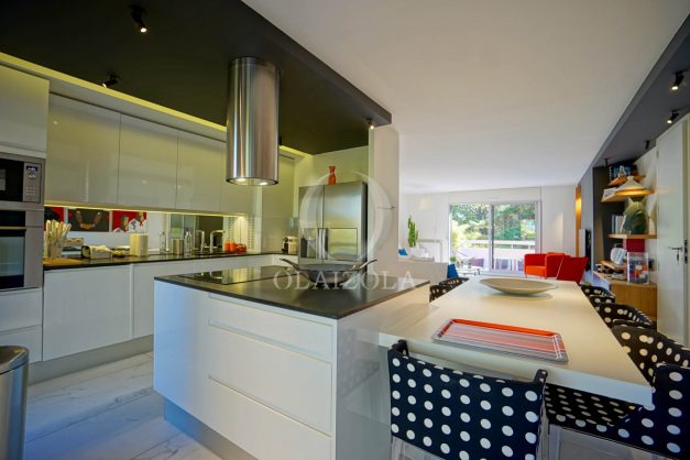 location-vacances-biarritz-appartement-T3-standing-residence-super-privee-terrasse-parking-grand-lit-ensoleillee-018
