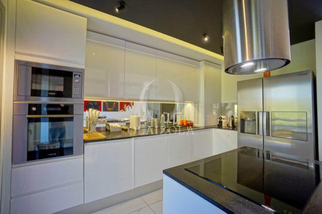 location-vacances-biarritz-appartement-T3-standing-residence-super-privee-terrasse-parking-grand-lit-ensoleillee-020