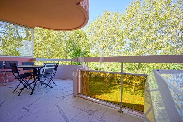 location-vacances-biarritz-appartement-T3-standing-residence-super-privee-terrasse-parking-grand-lit-ensoleillee-029