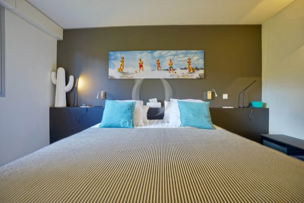 location-vacances-biarritz-appartement-T3-standing-residence-super-privee-terrasse-parking-grand-lit-ensoleillee-035