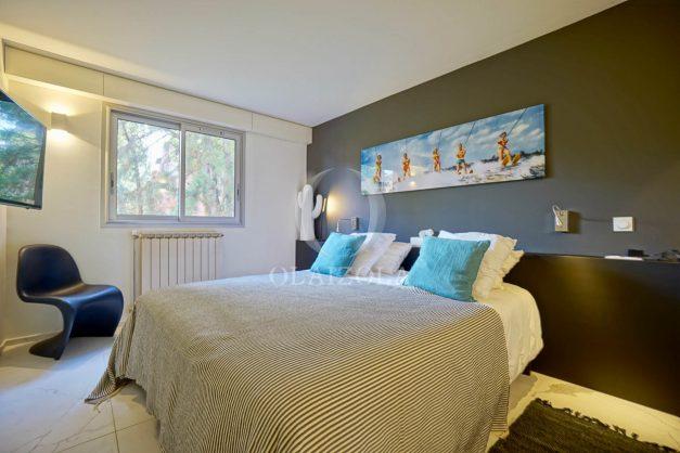 location-vacances-biarritz-appartement-T3-standing-residence-super-privee-terrasse-parking-grand-lit-ensoleillee-036
