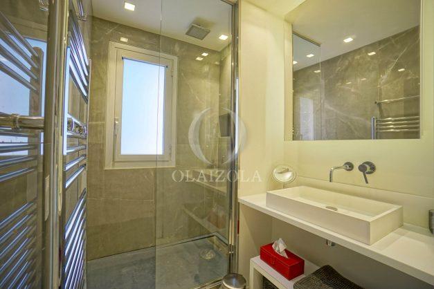 location-vacances-biarritz-appartement-T3-standing-residence-super-privee-terrasse-parking-grand-lit-ensoleillee-039