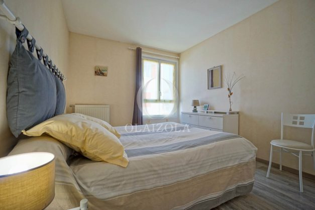 location-vacance-saint-jean-de-luz-t3-2eme-etage-proche-gare-commerce-014