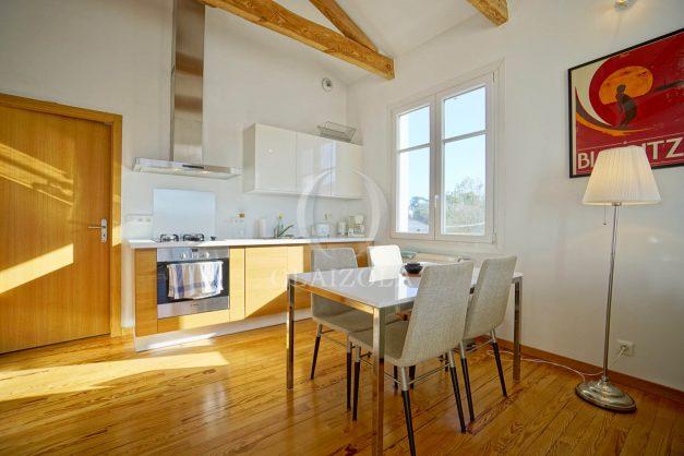 location-vacances-biarritz-appartement-refait-a-neuf-duplex-garage-terrasse-ensoleillee-plein-sud-migron-2020-011