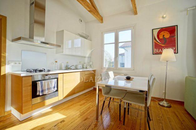 location-vacances-biarritz-appartement-refait-a-neuf-duplex-garage-terrasse-ensoleillee-plein-sud-migron-2020-019