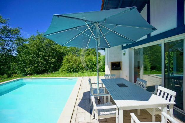 location-vacances-cote-basque-golf-villa-piscine-terrasse-makila-jardin-proche-plages-001