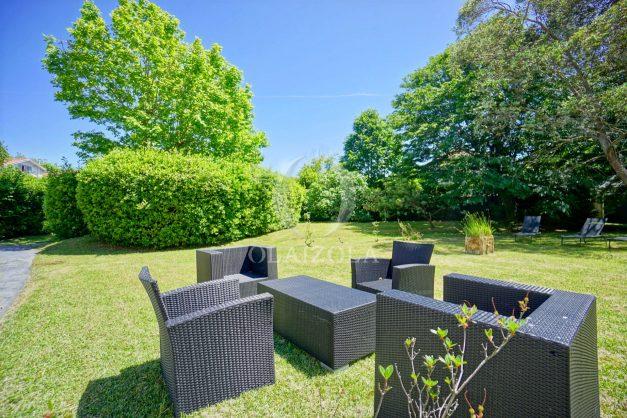 location-vacances-biarritz-appartement-t4-terrasses-jardins-proche-centre-ville-plages-standing-salon-jardin-006