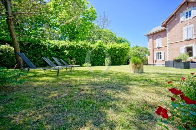 location-vacances-biarritz-appartement-t4-terrasses-jardins-proche-centre-ville-plages-standing-salon-jardin-008