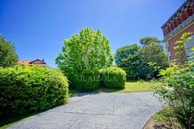 location-vacances-biarritz-appartement-t4-terrasses-jardins-proche-centre-ville-plages-standing-salon-jardin-015
