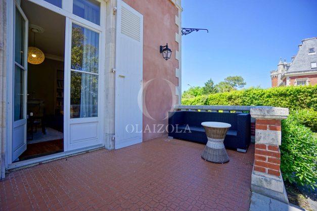 location-vacances-biarritz-appartement-t4-terrasses-jardins-proche-centre-ville-plages-standing-salon-jardin-019