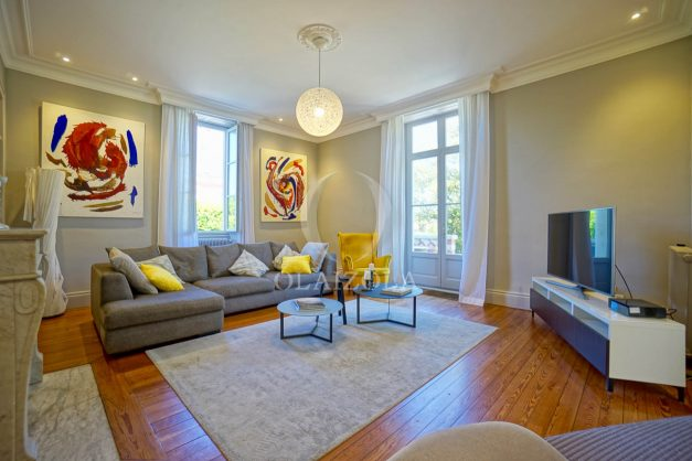 location-vacances-biarritz-appartement-t4-terrasses-jardins-proche-centre-ville-plages-standing-salon-jardin-021