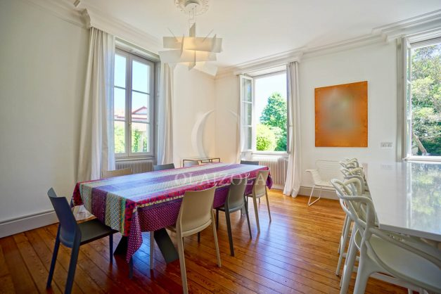 location-vacances-biarritz-appartement-t4-terrasses-jardins-proche-centre-ville-plages-standing-salon-jardin-032