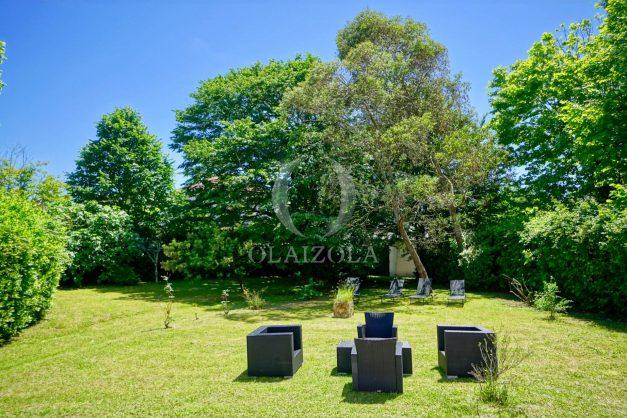 location-vacances-biarritz-appartement-t4-terrasses-jardins-proche-centre-ville-plages-standing-salon-jardin-038