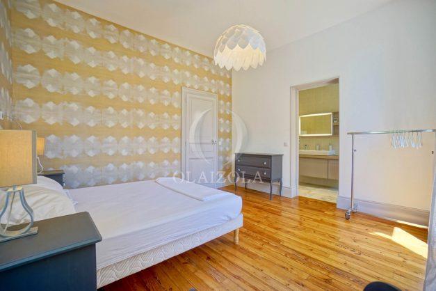 location-vacances-biarritz-appartement-t4-terrasses-jardins-proche-centre-ville-plages-standing-salon-jardin-045