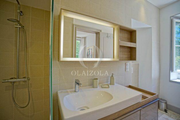 location-vacances-biarritz-appartement-t4-terrasses-jardins-proche-centre-ville-plages-standing-salon-jardin-049