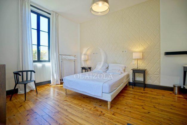 location-vacances-biarritz-appartement-t4-terrasses-jardins-proche-centre-ville-plages-standing-salon-jardin-051