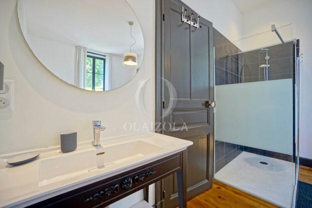 location-vacances-biarritz-appartement-t4-terrasses-jardins-proche-centre-ville-plages-standing-salon-jardin-059