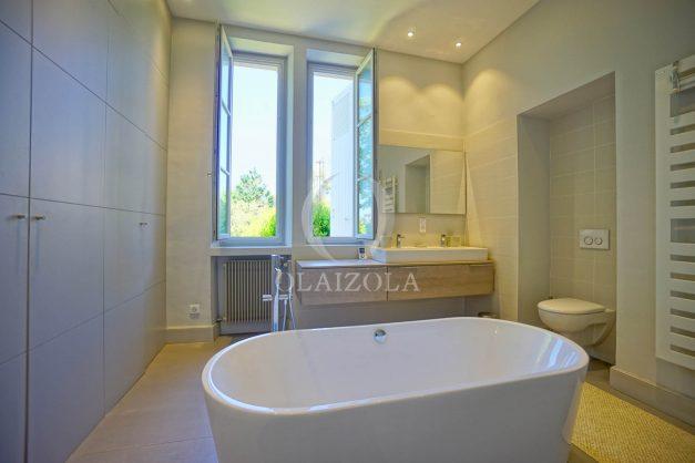 location-vacances-biarritz-appartement-t4-terrasses-jardins-proche-centre-ville-plages-standing-salon-jardin-064