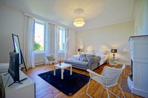 location-vacances-biarritz-appartement-t4-terrasses-jardins-proche-centre-ville-plages-standing-salon-jardin-067