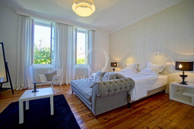 location-vacances-biarritz-appartement-t4-terrasses-jardins-proche-centre-ville-plages-standing-salon-jardin-068
