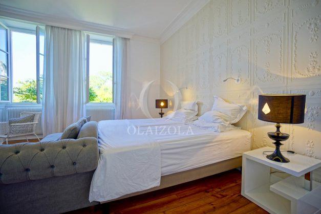 location-vacances-biarritz-appartement-t4-terrasses-jardins-proche-centre-ville-plages-standing-salon-jardin-069