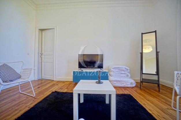 location-vacances-biarritz-appartement-t4-terrasses-jardins-proche-centre-ville-plages-standing-salon-jardin-075