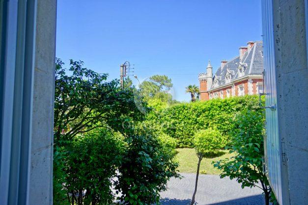 location-vacances-biarritz-appartement-t4-terrasses-jardins-proche-centre-ville-plages-standing-salon-jardin-076