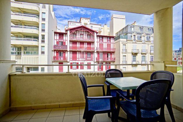 location-vacances-biarritz-appartement-proche-grande-plage-hotel-du-palais-centre-ville-parking-terrasse-balcon-plage-a-pied-2021-002