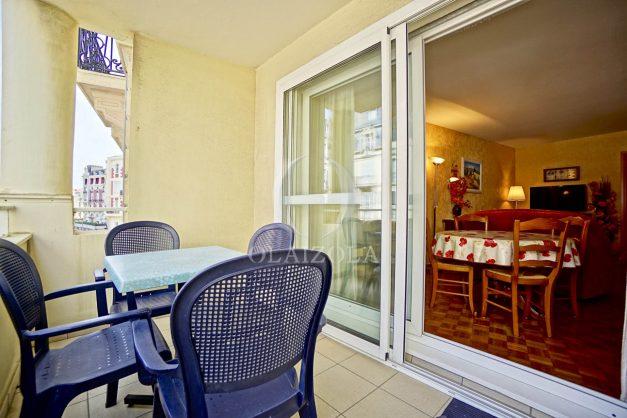 location-vacances-biarritz-appartement-proche-grande-plage-hotel-du-palais-centre-ville-parking-terrasse-balcon-plage-a-pied-2021-003