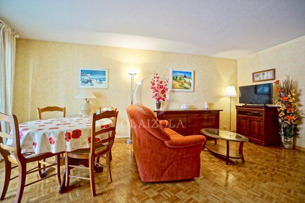 location-vacances-biarritz-appartement-proche-grande-plage-hotel-du-palais-centre-ville-parking-terrasse-balcon-plage-a-pied-2021-006