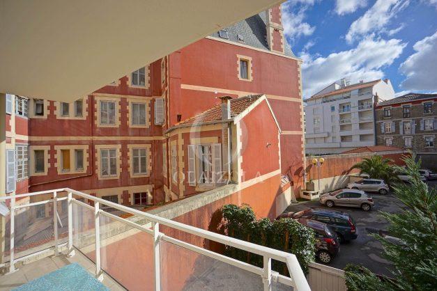 location-vacances-biarritz-appartement-proche-grande-plage-hotel-du-palais-centre-ville-parking-terrasse-balcon-plage-a-pied-2021-021